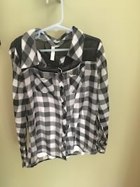 Girls size 10/12 black and white checker blouse Centreville, 20120