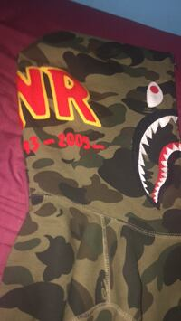 Almost brand new bape barely worn comes with bag it was bought it and receipt  Toronto, M2H 2X5