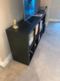 Tv stand-already disassembled, easy to pick up Toronto, M5J
