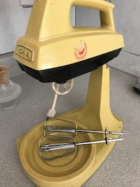 Mixer in stand (Yellow ).