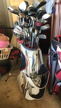 silver golf clubs with white golf bag
