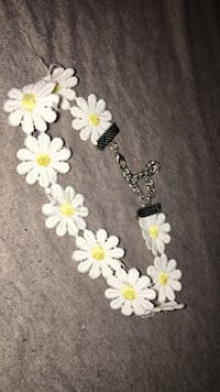 white and green floral beaded necklace Laval, H7N