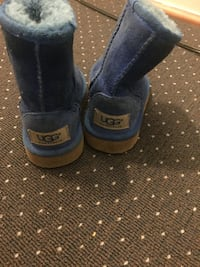 Pair of blue uggs size 6 childrens Columbia, 21044