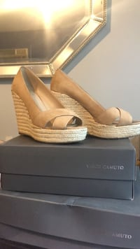 vince camuto wedges size 8 Clifton, 07011