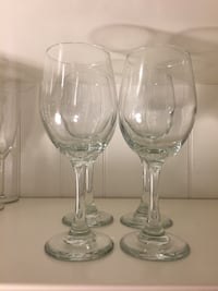 White wine glasse