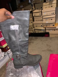 Grey never worn boots size 6.5 Missouri City