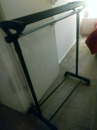 Mobile clothing hanger