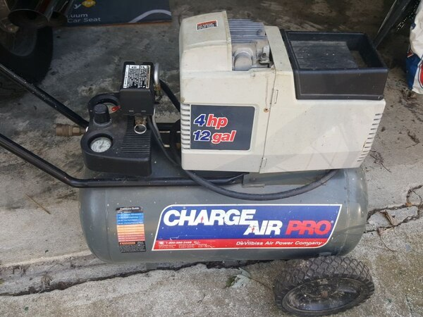used 12 gal 4 hp gray and beige charge air pro air comp for sale in