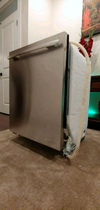 Jenn-Air Dishwasher ($1600+ RETAIL) 3713 km