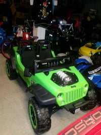 black and green Jeep Wrangler ride-on toy car 1496 mi