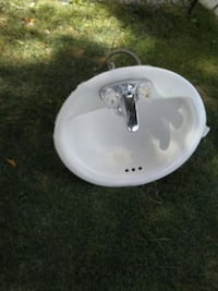 white ceramic sink with stainless steel faucet Bakersfield, 93313