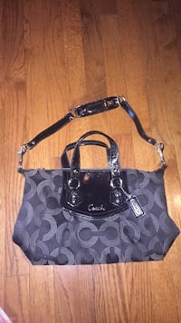 Coach shoulder purse  Fairfax, 22032