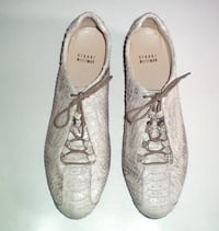 Stuart Weitzman Low Top Fashion Snakeskin Laced SneakersSize 8.5 Medium London
