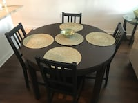 Dining room table + 4 chairs Tampa