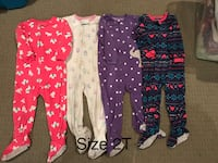 Girls 2T and 4T pyjamas $2.50 each  London, N5W 6G2