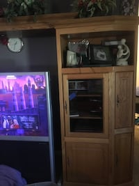 oAK ENTERTAINMENT CENTER De Soto, 63020