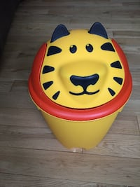 Kid's lion garbage can