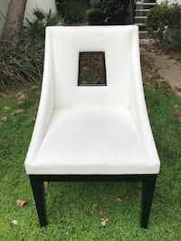 6 WHITE LEATHER MODERN CHAIRS