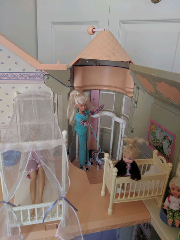 Barbie Victorian Dream House 2db6ef4f-ee1c-404f-a253-35352b0ead90
