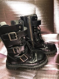 pair of black leather boots Vancouver, V6B 1J4