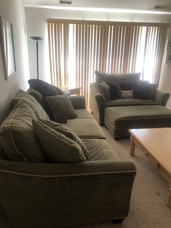 Couch, loveseat and ottoman 13870f45-7a4a-4b53-9f28-b4d1ed2215d6