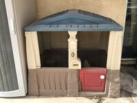 Play house, has everything except phone. Pretty good condition. It's dusty because of all the wind lately.