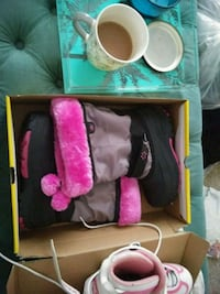 pink and black brand new boots 298 mi