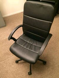 black leather office rolling armchair Columbia, 21044