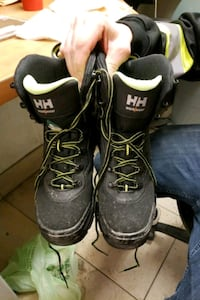 Helly Hansen steel toes only worn twice (Mens) Calgary, T1Y 3R5