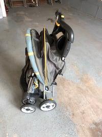 baby's black and gray stroller Somerset, 08873