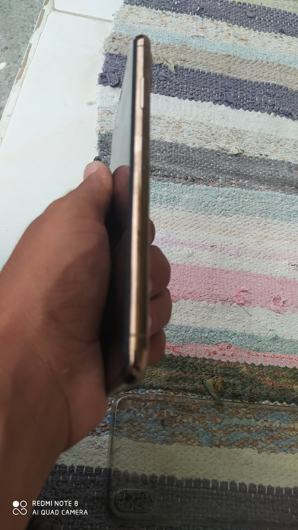 iPhone xs max 613fb269-c76a-4db2-9413-4d0c97e3707c