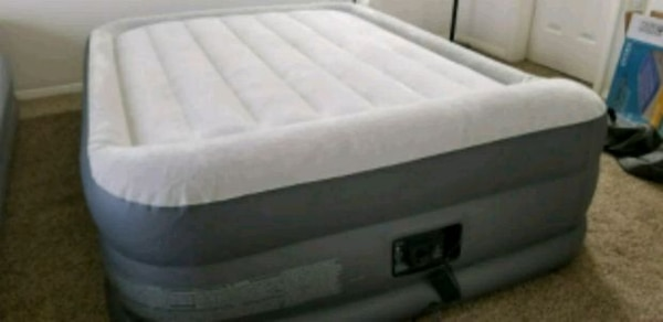 """Queen size Airbed 18"""""""