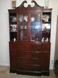 Dining room hutch/ china cabinet North Wales, 19454
