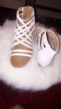 Pair of white leather open-toe sandals Smyrna, 37167