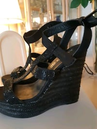 Black wedge also shoes Mississauga, L5M 5W8