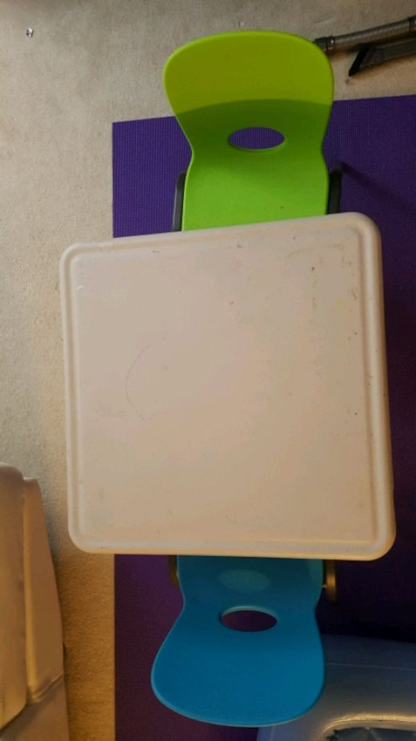 Lifetime Kid's Craft Table 61in X 61in with 2 chairs. 94459f6c-721e-4bd1-b0fb-6c57d22100c1