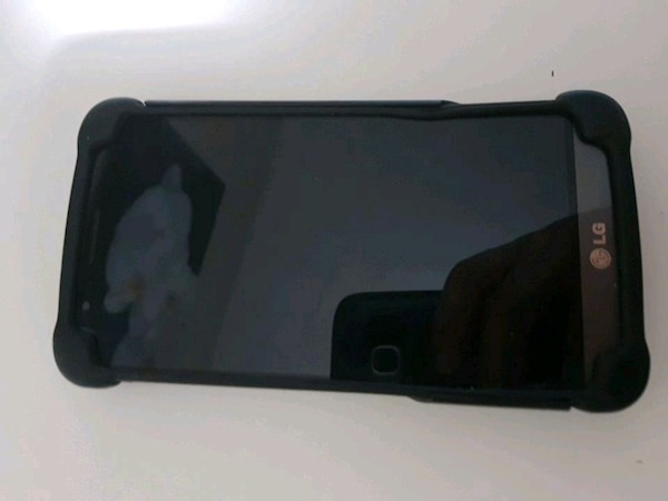 Lg g3 with case good condition works perfectly