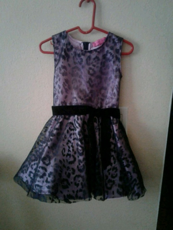 Girl's dress size 4