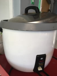 Whale commercial rice cooker . Please pick up . GUC it's too big for my kitchen .(30 cups) Burnaby, V3N 3K4