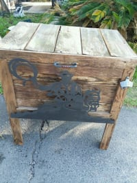 Wood cooler stand  Missouri City, 77489