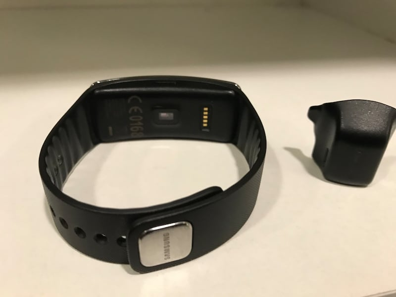 SAMSUNG GEAR FİT SM R350 2cb95288-6044-4016-949a-bcc3266be26a