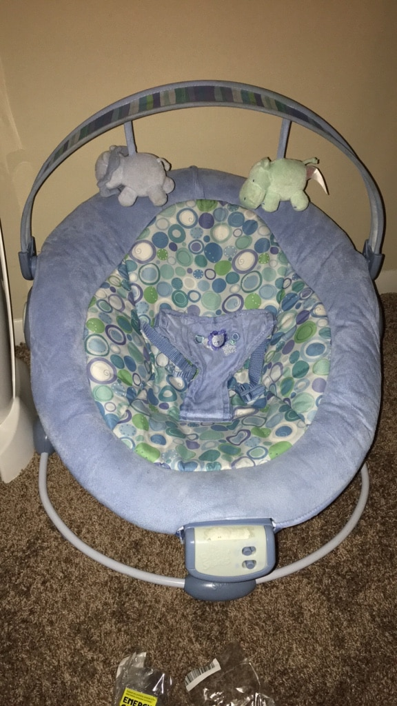 Photo Diaper genie and baby seat