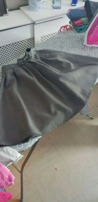 Girls gray school skirt Greater London, CR0 1XT