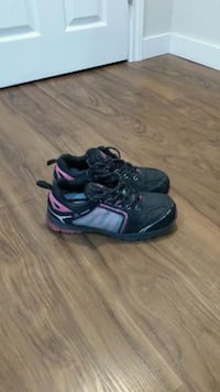 pair of black-and-purple running shoes Mississauga, L4Z 3E9