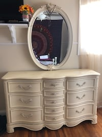 Dresser w. mirror & matching night stand Selden, 11784