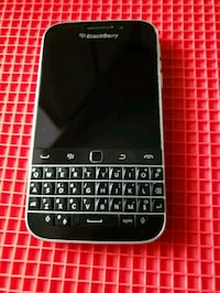 Blackberry classic like new used for one month Toronto, M1R