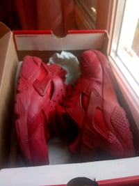 paire de baskets Nike Huarache Air rouges avec boî