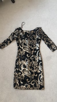 black and white floral long-sleeved dress Whitby, L1R 3P4