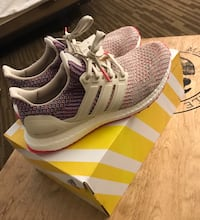 Women's adidas ultra boost shoes - brand new never worn with tags. Size 8&1/2 women's Agency, 64401