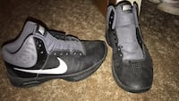 Women's size 7 Nike shoes never worn need laces  Davenport, 52803